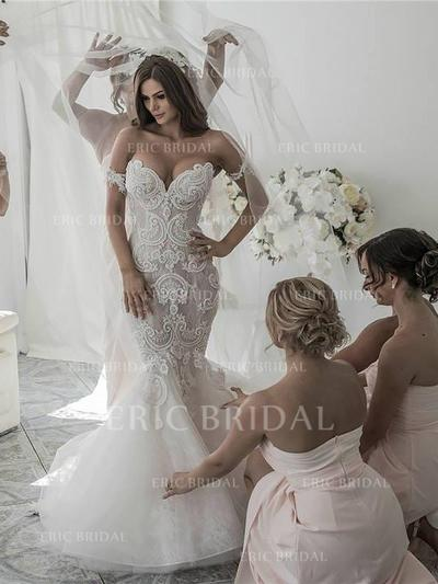 Stunning Off-The-Shoulder Trumpet/Mermaid Wedding Dresses Chapel Train Organza Sleeveless (002210827)