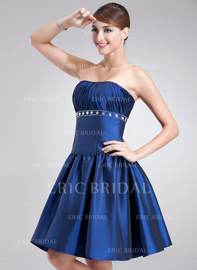 A-Line/Princess Strapless Knee-Length Cocktail Dresses With Ruffle Beading (016002424)