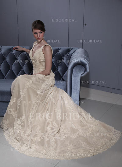 A-Line/Princess Sweetheart Court Train Wedding Dresses With Lace Beading (002196879)