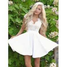 A-Line/Princess V-neck Short/Mini Satin Homecoming Dresses With Lace