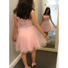 A-Line/Princess Scoop Neck Short/Mini Homecoming Dresses With Sash Beading Appliques Lace