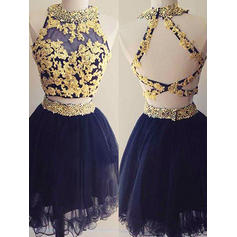 A-Line/Princess Scoop Neck Short/Mini Homecoming Dresses With Beading Appliques Lace