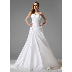 A-Line/Princess Sweetheart Chapel Train Wedding Dresses With Ruffle Crystal Brooch (002004225)