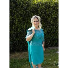 A-Line/Princess Scoop Neck Knee-Length Chiffon Mother of the Bride Dresses With Ruffle
