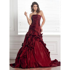 Ball-Gown Taffeta Sleeveless Strapless Court Train Wedding Dresses (002000481)
