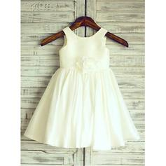A-Line/Princess Scoop Neck Knee-length With Flower(s)/Pleated Taffeta Flower Girl Dresses