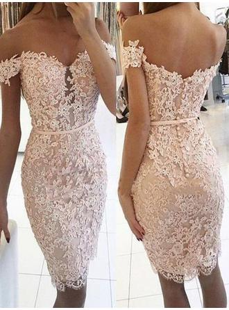 Sheath/Column Off-the-Shoulder Knee-Length Homecoming Dresses With Lace