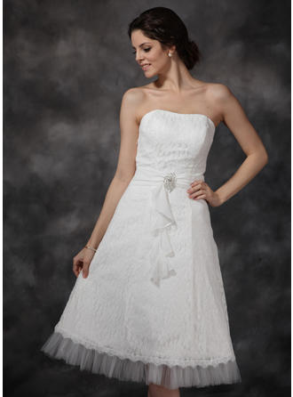 A-Line/Princess Sweetheart Knee-Length Wedding Dresses With Ruffle Crystal Brooch Cascading Ruffles