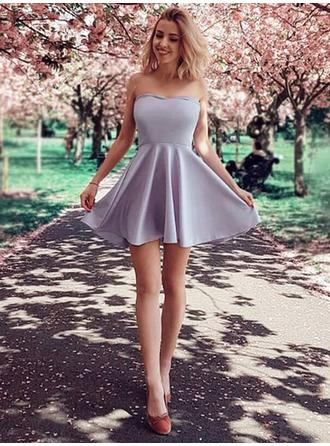 A-Line/Princess Strapless Short/Mini Homecoming Dresses With Ruffle