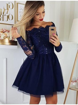 A-Line/Princess Off-the-Shoulder Short/Mini Homecoming Dresses With Appliques