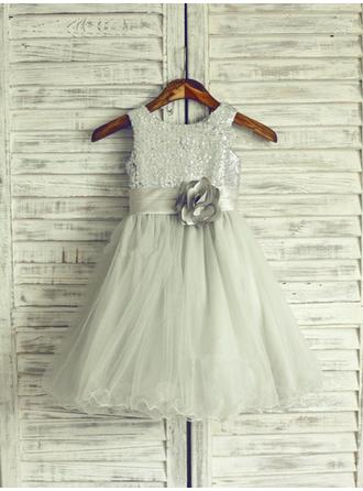A-Line/Princess Scoop Neck Knee-length With Flower(s) Tulle/Sequined Flower Girl Dresses