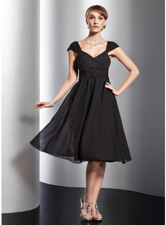 A-Line/Princess V-neck Knee-Length Chiffon Homecoming Dresses With Ruffle Bow(s)