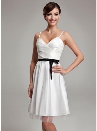 A-Line/Princess Sweetheart Knee-Length Wedding Dresses With Ruffle Sash Bow(s)