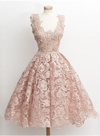 A-Line/Princess V-neck Knee-Length Lace Homecoming Dresses With Lace