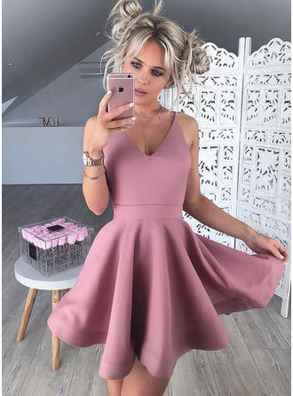 A-Line/Princess V-neck Short/Mini Satin Cocktail Dresses With Ruffle