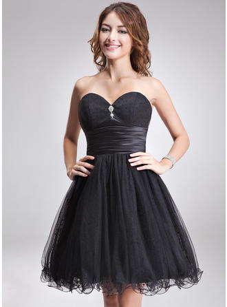 A-Line/Princess Sweetheart Knee-Length Homecoming Dresses With Ruffle Beading